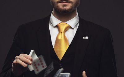 Close Up Magician Tom - Card Magician